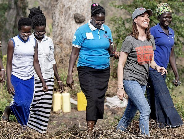 Princess Marie wore IRO Gosh Floral Print Blouse. DanChurchAid and the companies Nordic Fruit and Biofresh. refugee camp in Omugo