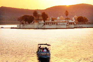 Boating in Lake Pichola, Lake Pichola, Heritage Sites in Udaipur, Heritage of India, Udaipur Tourist Attractions, Udaipur Tourism, Udaipur Tourist Information, Visit Udaipur, Places To Visit in Udaipur, Udaipur Tourist Guide