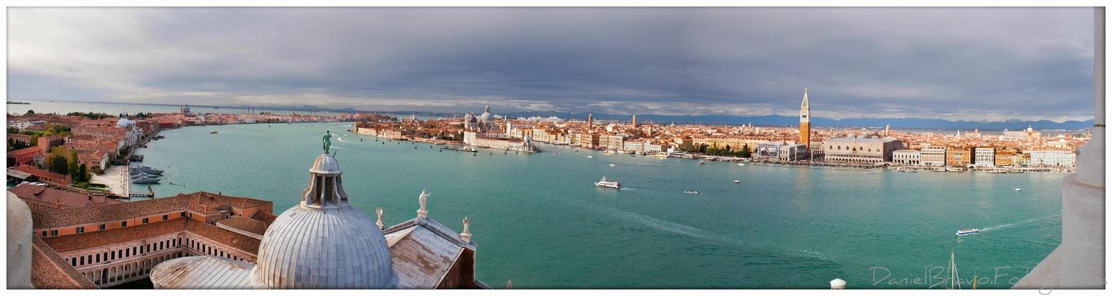 Panorámica del Gran Canal de Venecia desde el campanile de la iglesia de el Redentor