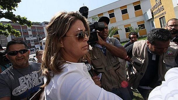 http://www.folhapolitica.org/2017/01/sem-diploma-embaixatriz-acusada-de.html