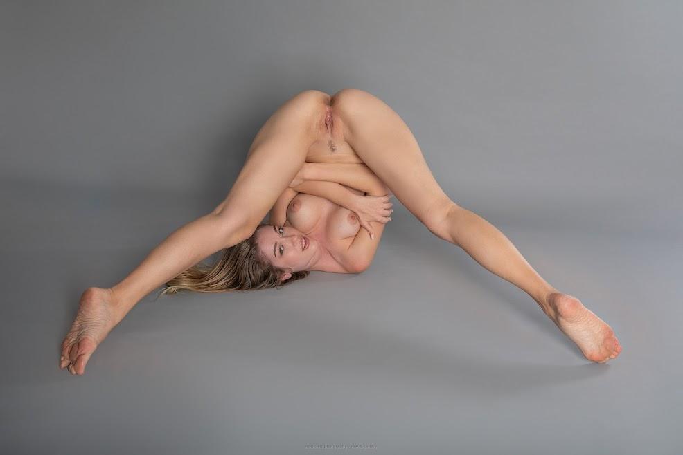 [Erotic-Art] Genevieve Gandi - Warm-up Fun Set 1592252920_genevieve_warm-up_eroticartphotography_index