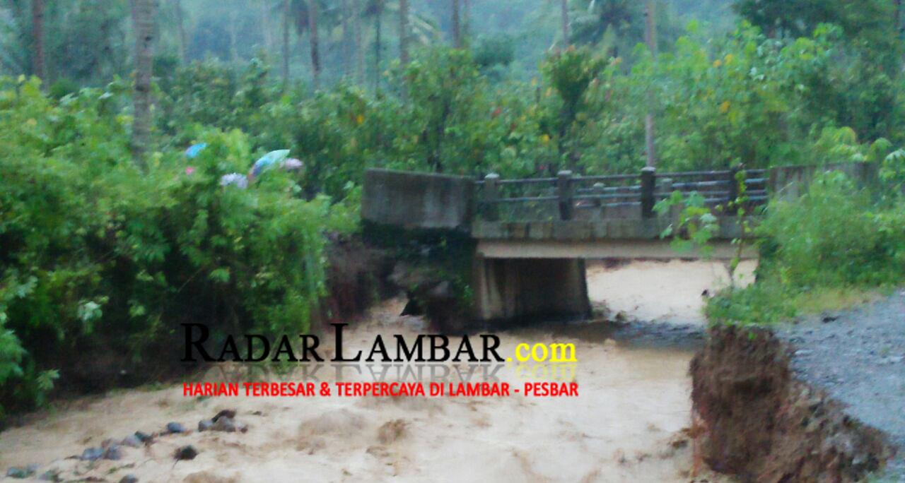 Hujan Deras, Tanggul dan Jembatan di Sumberagung Amblas