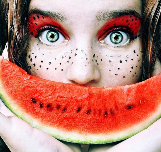 """بالصور.. """"Cristina Otero"""" فنانة تبهر الجميع باستخدام الماكياج والفواكه!"""