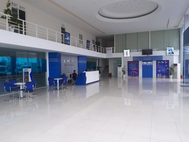 Khu vực sảnh chính Isuzu Hải Phòng - Đại lý ô tô Isuzu Việt Phát