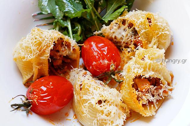 Bolognese Sauce-Stuffed Lumaconi