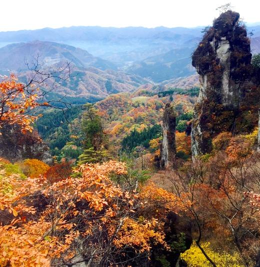 紅葉に映える妙義山の「日暮の景」