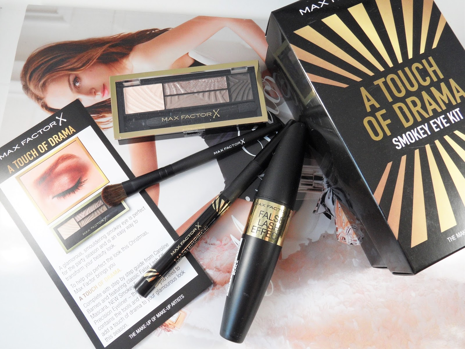 Max Factor A Touch Of Drama Smokey Eye Kit www.eyelinerflicks.com