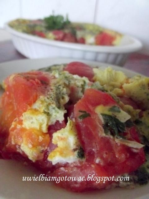 Jajka zapiekane z pomidorami
