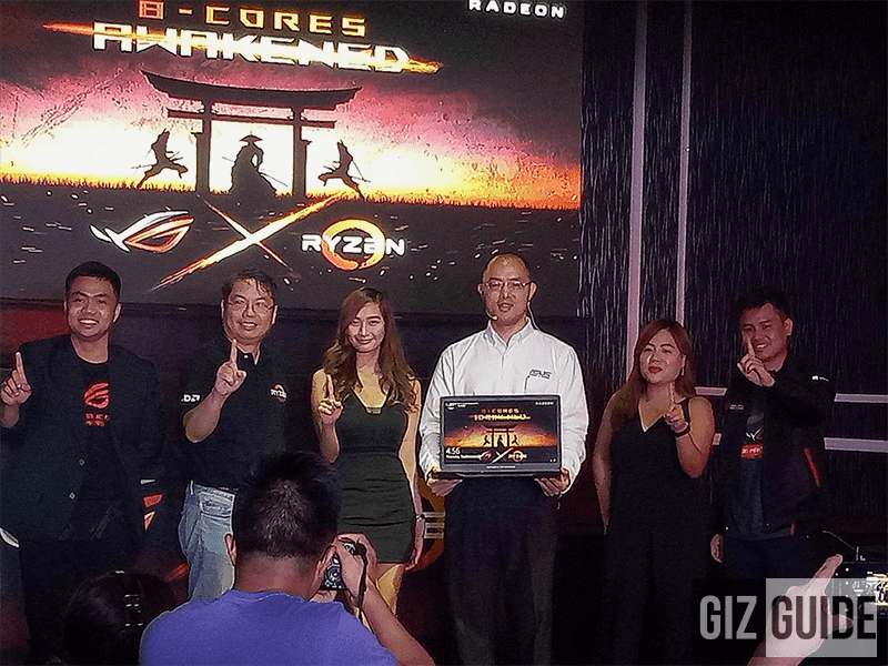 ASUS Country Manager George Su holding the ROG Strix GL702ZC