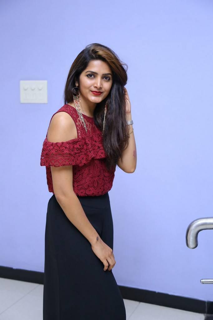 Pavani Gangireddy At 9 Movie Teaser Launch Stills