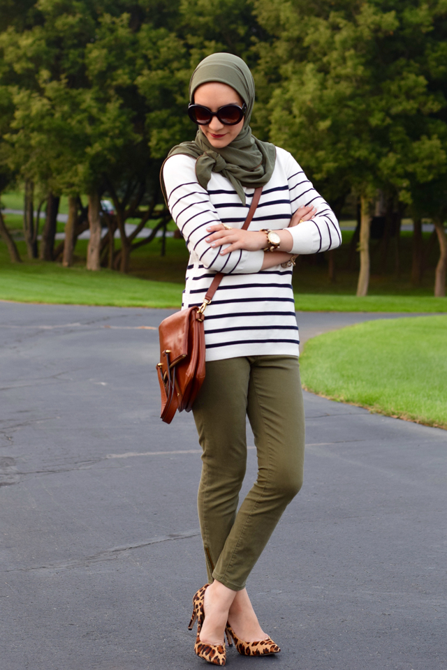 A Day In The Lalz; Strip Sweater; Banana Republic; Vela Zipper Scarf; Fall Style; Fashion Blod; Modest Fashion; Leopard Heels; Prada Sunglasses; Cross-body bag