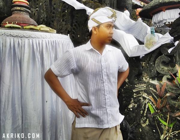 Makna Penggunaan Udeng dalam Pakaian Adat Bali Hindu