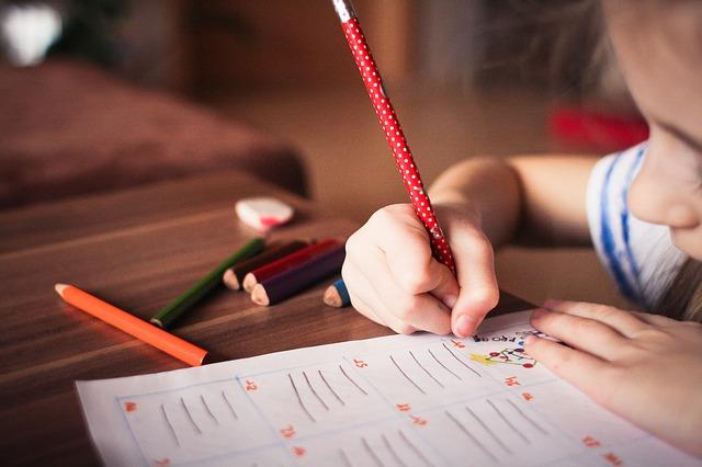 agar anak mau belajar menulis