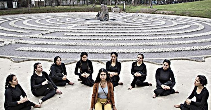 PUCP: Estudiantes de la Universidad Católica escenifican años de violencia en Perú