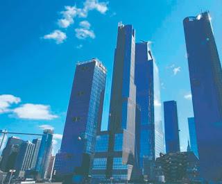 Nueva York busca protegerse de los efectos del cambio climático con un ambicioso plan urbanístico que incluye construir un dique en la parte baja de Manhattan, en el distrito financiero de Wall Street, ya anegado por el Sandy en 2012 y que corre el peligro de sumergirse en parte antes del 2100.