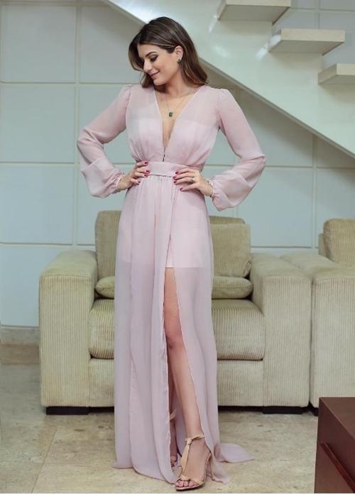 vestido de festa rosa com transparência