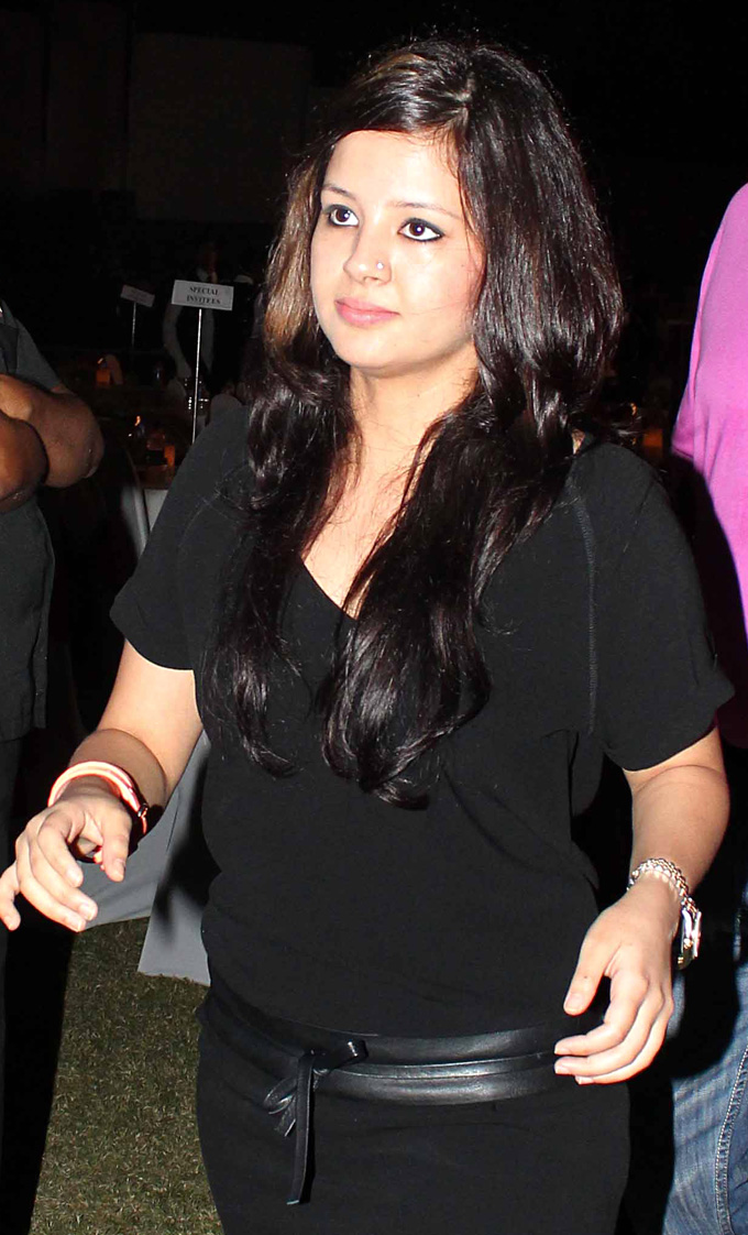 Sakshi Dhoni Lovely Hd Stills All In All Free