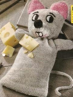 http://knuffels-breien-en-haken.jouwweb.nl/grijze-poes-voor-de-poppenkast
