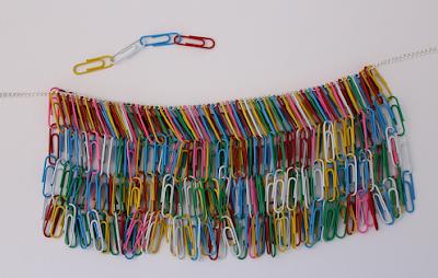 DIY-Basteltipp für eine Statement-Kette aus Büroklammern von Ars Vera