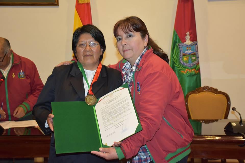 Reconocieron a Lucila Vargas Choque  por la labor que desempeñó durante 25 años