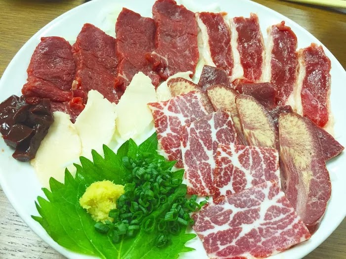 21 Extraordinary Pictures Of National Foods That Seem Uncanny To The Rest Of The World - Basashi, Japan