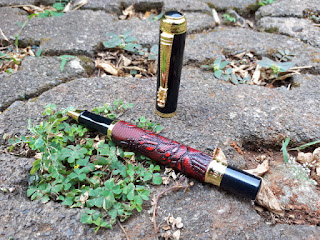 Pulpen Mewah Dika Wen 891 Classic Red Leather Grape Pattern Roller Ball Pen