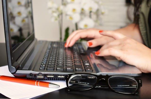 Content writer atau penulis konten