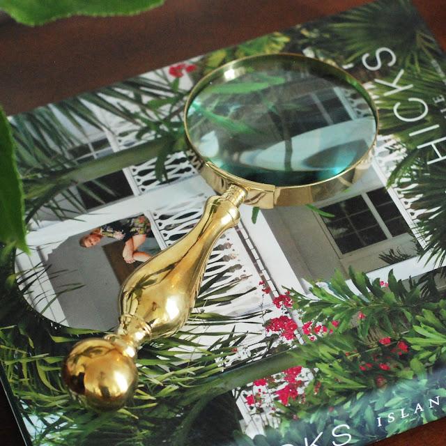 Dekorativt förstoringsglas i mässing. Longcoast Living är återförsäljare för Miccis House.