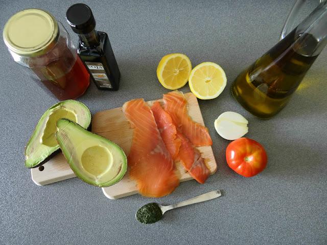 Tartar de aguacate y salmón ahumado marinado