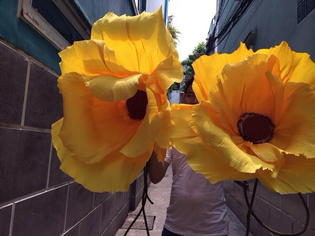 hoa hong giay trang tri tiec cuoi