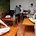 Cette école a introduit l'heure d'activités domestiques : les jeunes apprennent à repasser, laver et cuisiner