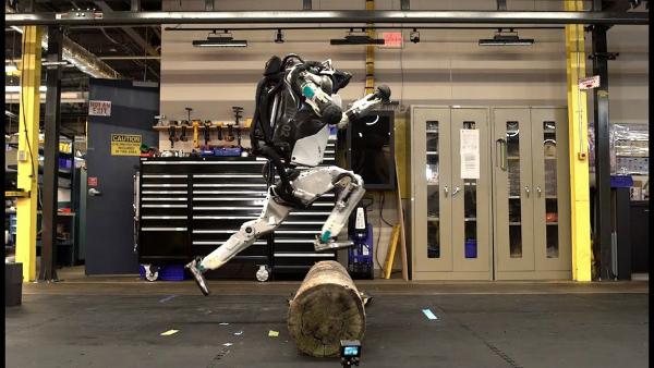 """بالفيديو: بوسطن ديناميكس تحول الروبوت """"Atlas"""" إلى محارب نينجا!"""