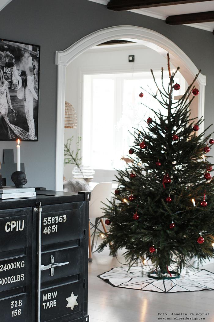annelies design, jul, julen 2017, julpynt, Oohh, gran, granar, julgran, julgranar, varberg, inredning, röda kulor, rött,