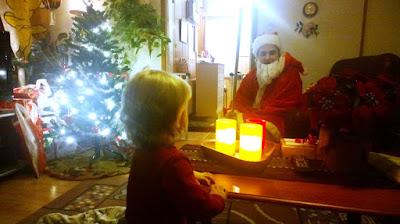 Saippuakuplia olohuoneessa- blogi, kuva Hanna Poikkilehto, joulu, joulupukki, taapero,