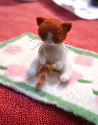 Petit chat en laine feutrée à l'aiguille- cours chez Factory Cathy