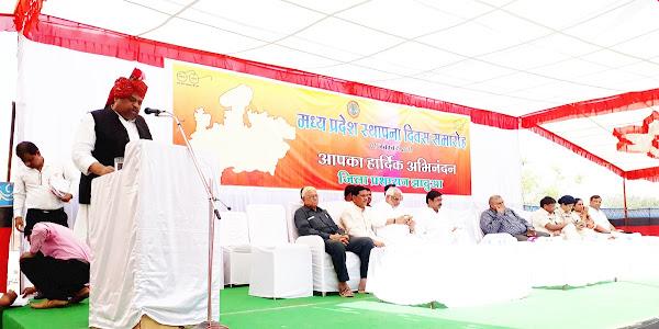 मध्यप्रदेश स्थापना दिवस पर योजना आयोग उपाध्यक्ष श्री कश्यप ने किया ध्वजारोहण
