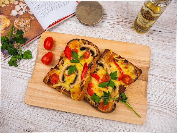 The ultimate pizza toast!