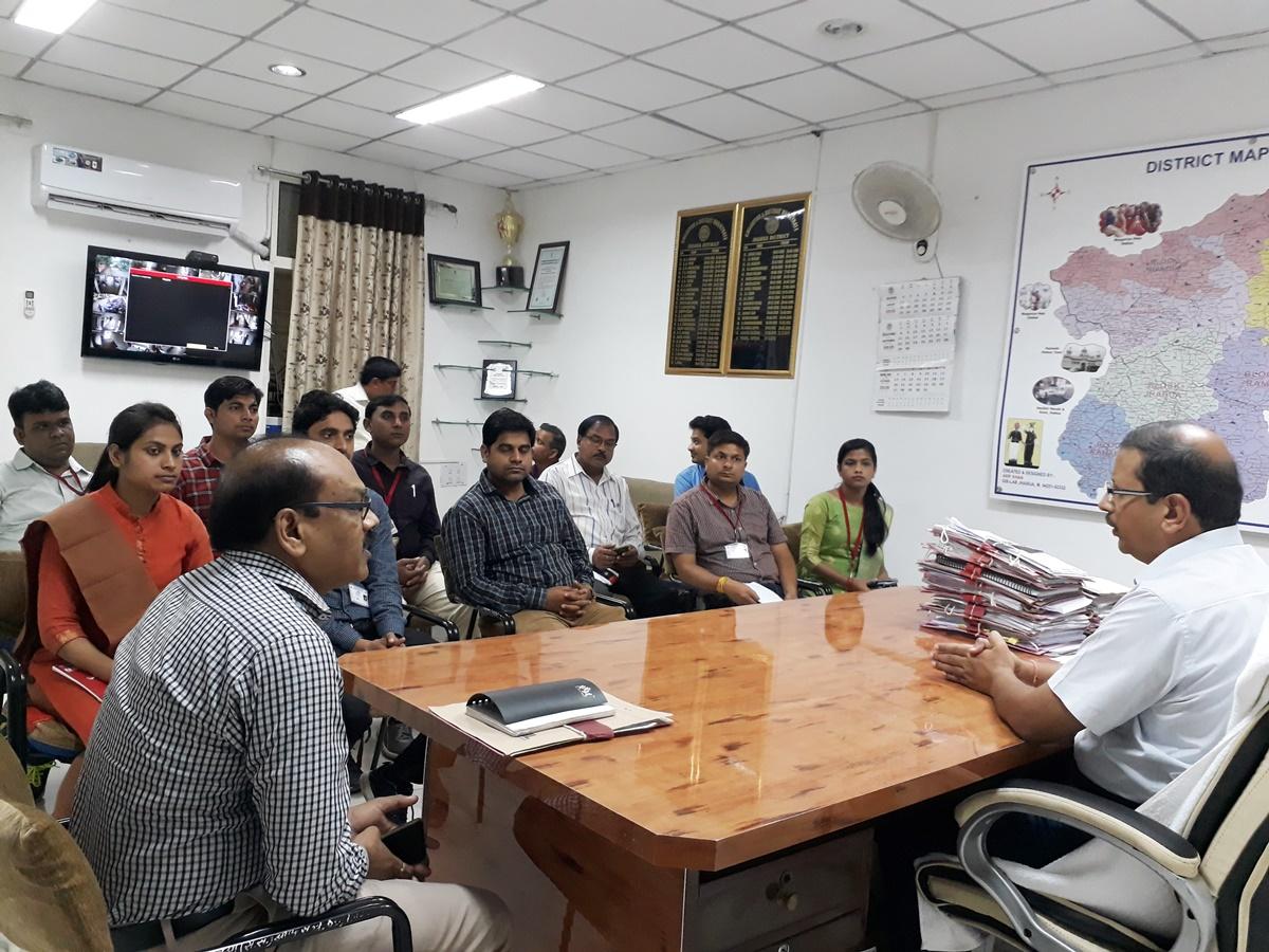 Jhabua News-जिले में प्रशिक्षण लेने आये अधिकारियों को कलेक्टर सिपाहा ने बताई प्रशासनिक प्रकिया