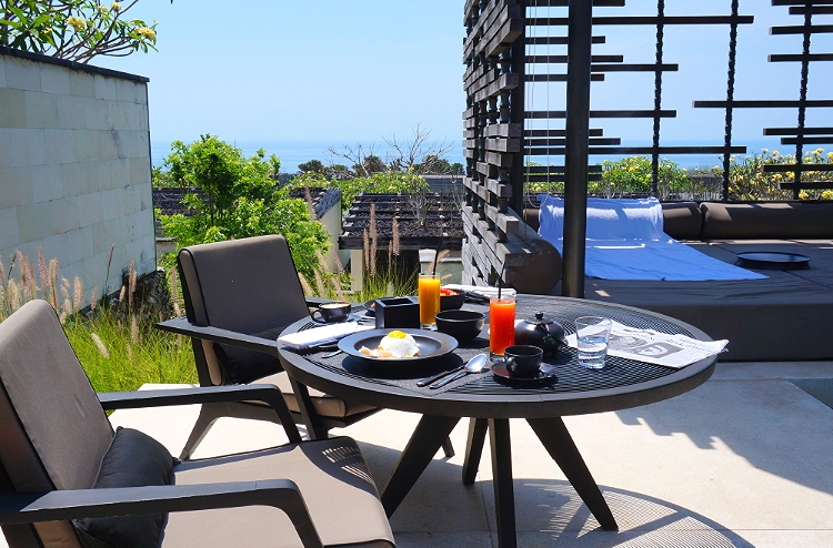 Euriental | fashion & luxury travel | Alila Villas Uluwatu, inside the villa - outdoor dining area