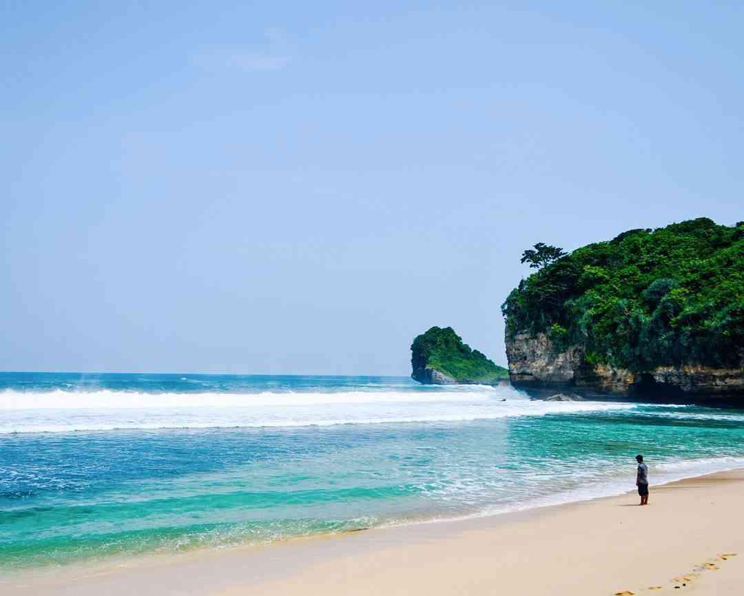 Hasil gambar untuk pantai seling ombo malang