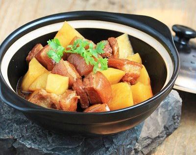 Thịt ba chỉ kho khoai tây