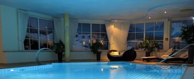 kolam-renang-indoor-yang-bagus