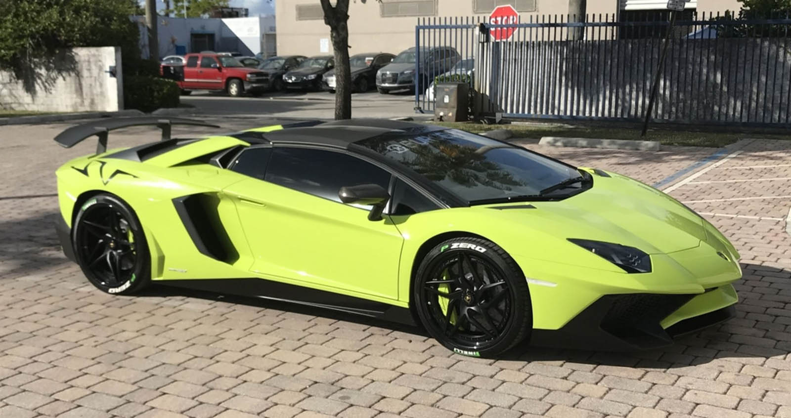 buy this lamborghini aventador sv roadster get a matching speedboat w videos carscoops. Black Bedroom Furniture Sets. Home Design Ideas