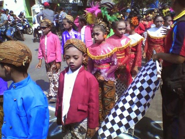 SDN Tanggir karnaval kecamatan singgahan tuban pakaian adat