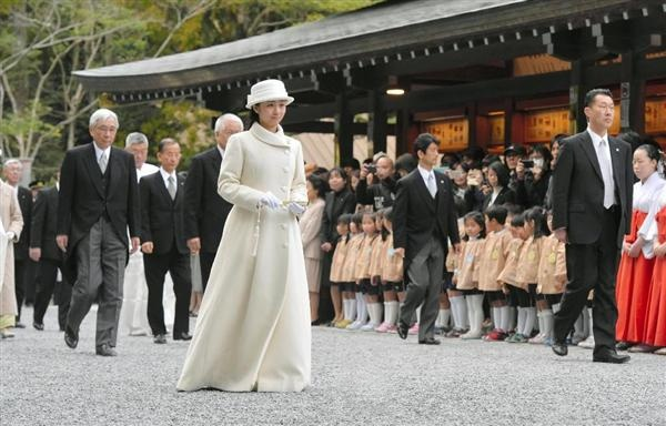 Princess Kako of Akishino visits the Geku (outer shrine) at Ise Shrine