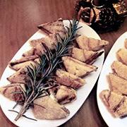 Triángulos de camembert con confitura de ciruela