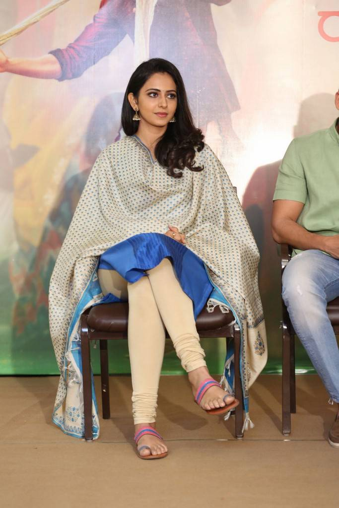 Rakul Preet Singh At Rarandoy Veduka Chuddam Press Meet Stills