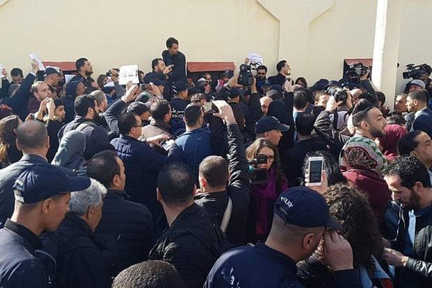 """اعتقال عدد من الصحافيين خلال اعتصام ضد """"الرقابة"""" في الجزائر"""