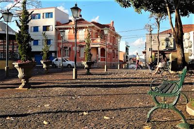 A Praça da Matriz em Socorro, onde haverá a reunião de MP Lafer, parece cenário de novela de época. Ao fundo, a Casa Paroquial.