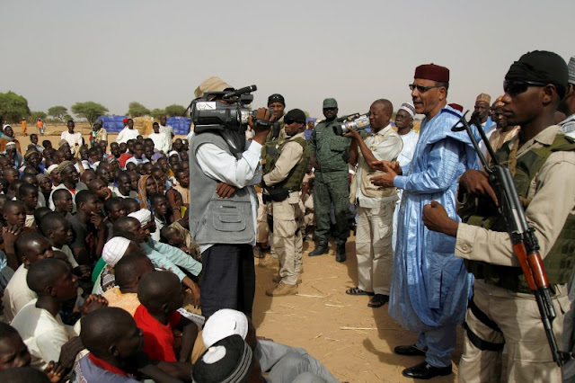 Image Attribute: Niger's Interior Minister Mohamed Bazoum speaks to people at the Boudouri site for displaced persons, outside the town of Diffa, in southeastern Niger, June 18, 2016.  REUTERS/Luc Gnago